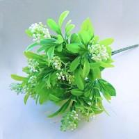 Букет зелени с ягодами, цвет в ассортименте